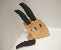 Genzo, keraamiset veitset tukissa